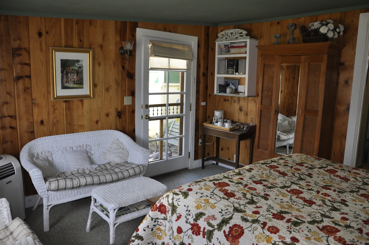 The Garden Gate room bed  at Meadow Creek Ranch Inn bed and breakfast in Mariposa California near Yosemite National Park